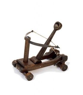 medieval catapult (31 x 30 x 30 cms.)