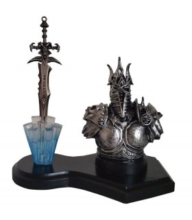 Warcraft Lich King figure and Espada