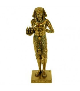 Egyptian pharaoh figure with triad