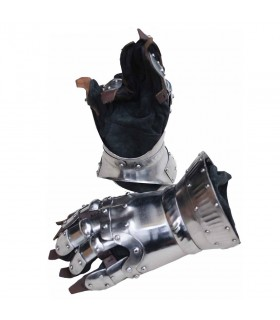 Gauntlets Churburg with decorations in steel