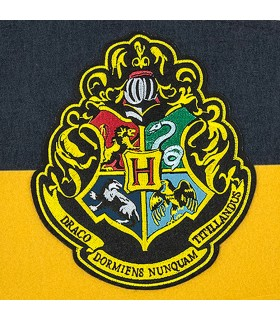 Pennant of the School of Hogwarts, Harry Potter