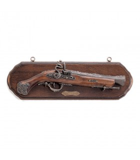 Panoply of wood with pistol blunderbuss