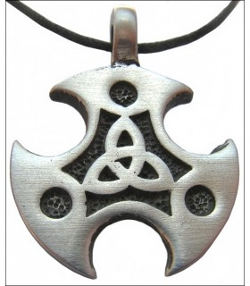 Celtic shield pendant Triquetta