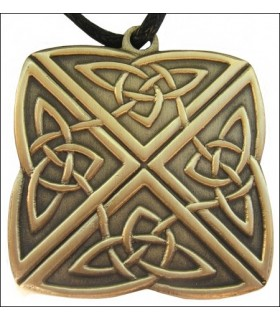 Celtic knot pendant with 4-way